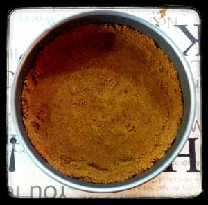 4. Distribuir el compuesto en el molde - distribuire il composto nella tortiera