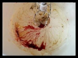 3. Verter la sangria - versare la sangria