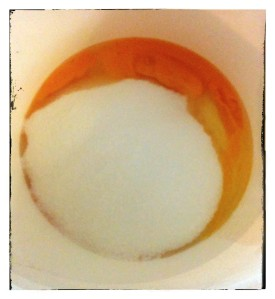 6. Bater huevos y azúcar - sbattere uova e zucchero