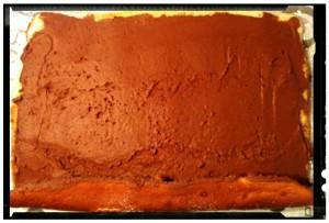 3. Cubrir la superficie de la tarta con la crema - ricoprire  il biscotto con la crema