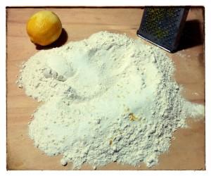 4. Rallar el limon - grattuggiare il limone