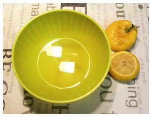 5. Exprimir los limones - spremere i limoni