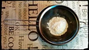 2. Tamizar la harina - setacciare la farina