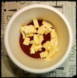 3. Mezclar el azúcar y la mantequilla - mischiare lo zucchero e il burro